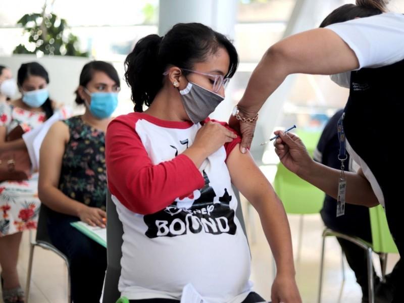 También serán vacunadas mujeres embarazadas de 12 a 17 años