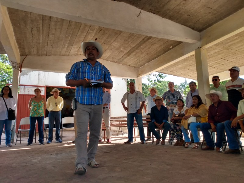 Tatiana Clouthier se reúne con pobladores de Ohuira