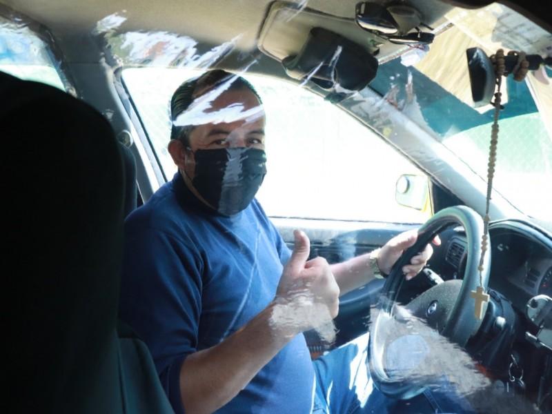Taxis operan protegiendo a usuarios y operadores durante pandemia