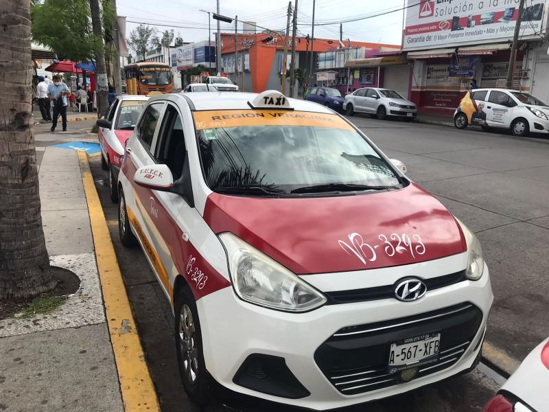 Taxistas usan base para ahorrar combustible ante alza