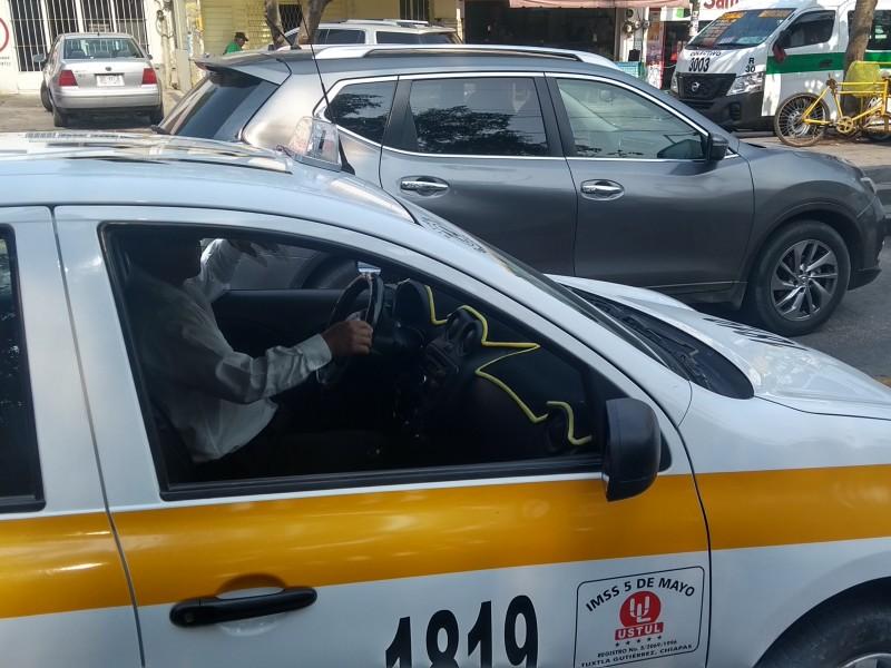 Taxistas arriesgan la vida por sacar la cuenta