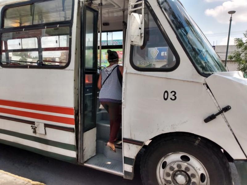 Taxistas, choferes de ruta y usuarios no usa cubrebocas