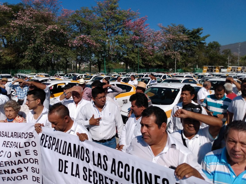 Taxistas de la capital demandan concesiones