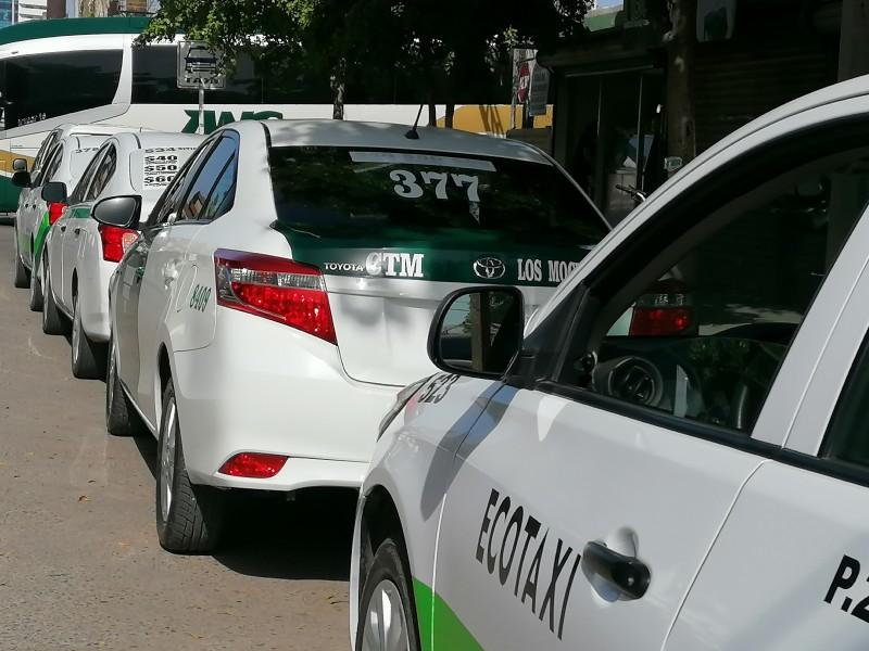 Taxistas esperan repunte en demanda del servicio