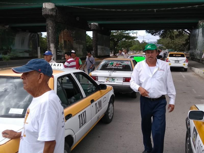 Taxistas exigen operarivos contra piratas