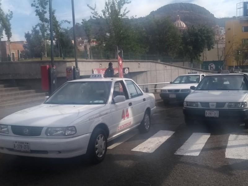 Taxistas lanzarán aplicación para competir con Uber