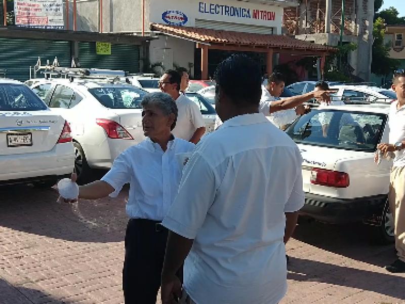 Taxistas paran labores y protestan en SCT