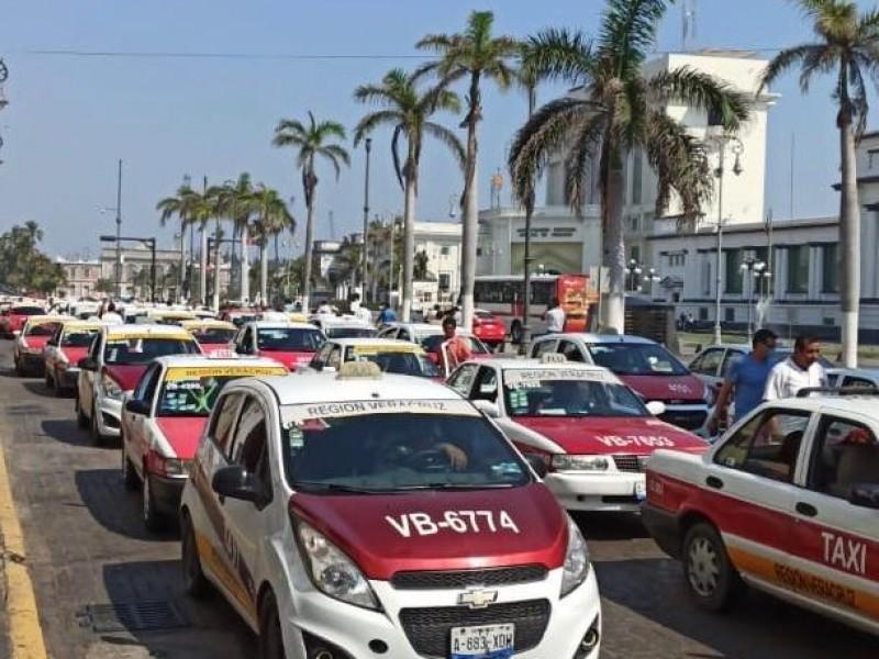 Disminuye 90% la demanda de taxis por Coronavirus