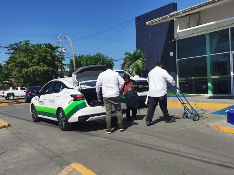 Taxistas siguen sin verse beneficiados por temporada vacacional