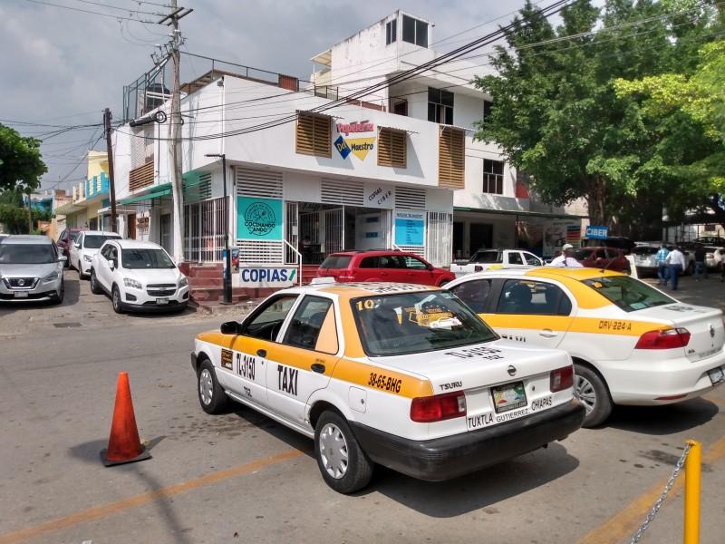 Taxistas sin tabulador para ofrecer servicio