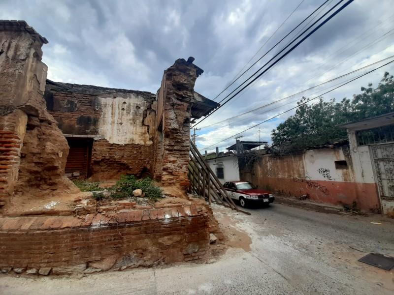Tejas y viviendas antiguas, un riesgo por fuertes vientos