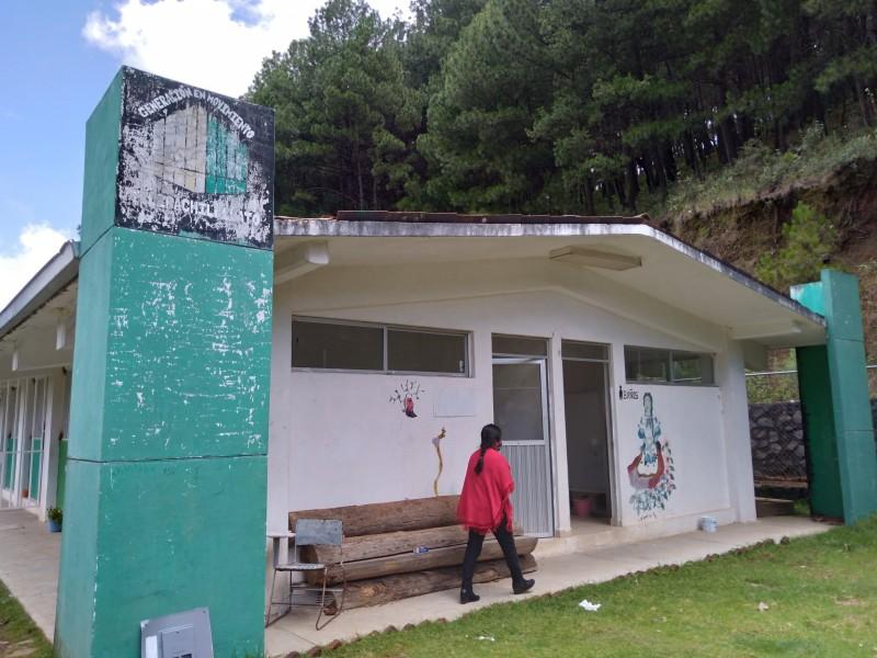 Telebachillerato de comunidad indígena no tiene agua, ni energía eléctrica