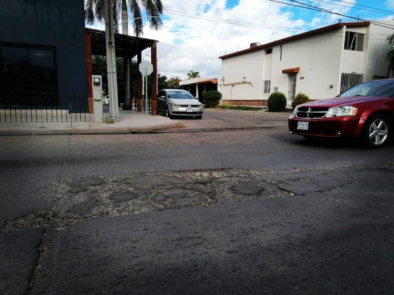 Temen ante riesgo de socavones por hundimientos del pavimento