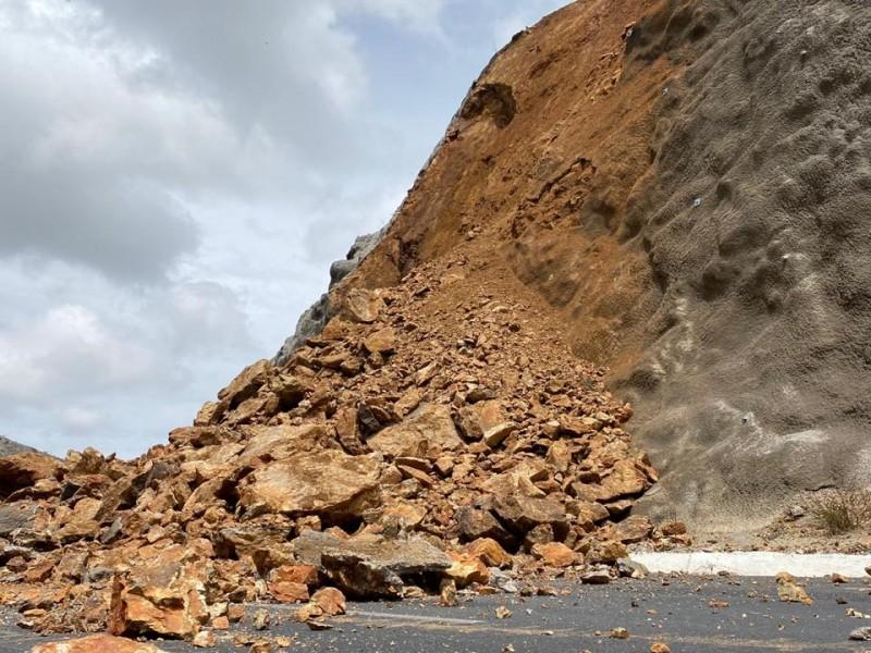 Seguirá cerrada temporalmente Vialidad Felguérez tras derrumbes