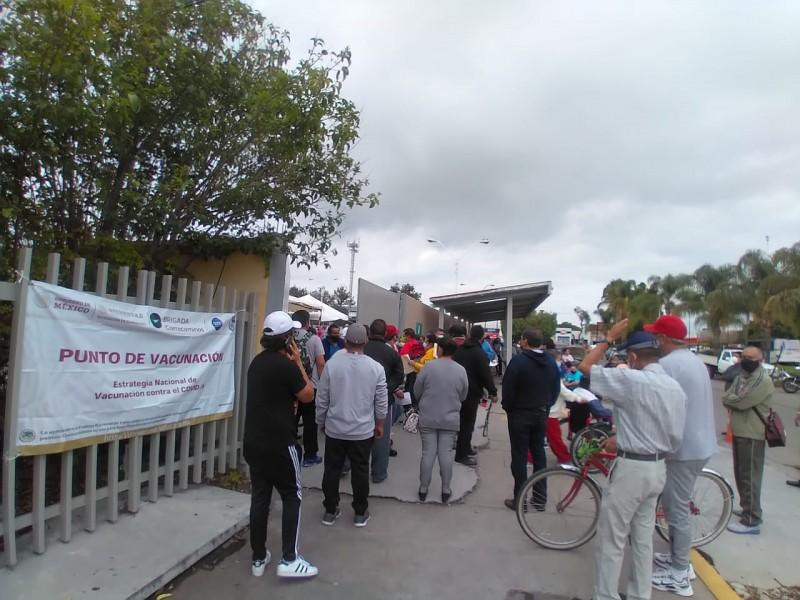 Tercer día de vacunación, solo segundas dosis en Pemex
