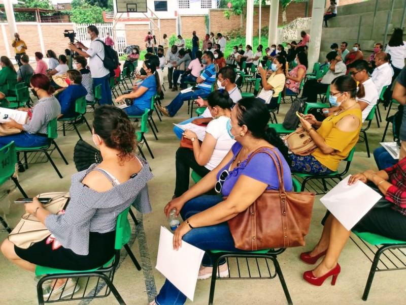 Terminó la espera para 104 escuelas norveracruzanas, recibieron sus escrituras