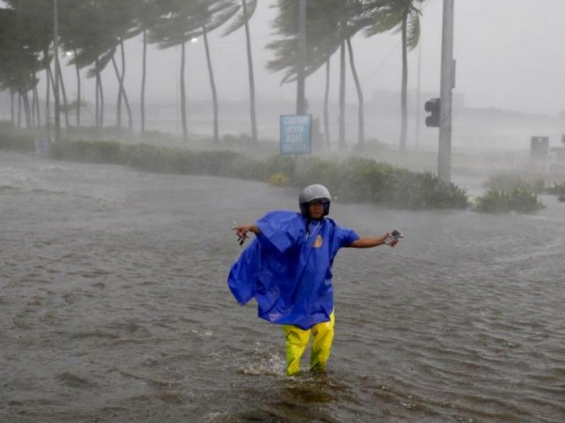 Tifón Mangkhut deja 12 muertos en Filipinas