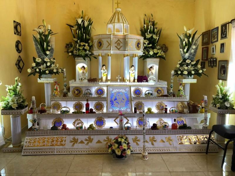 Tochimilco, se llena de altares de papel