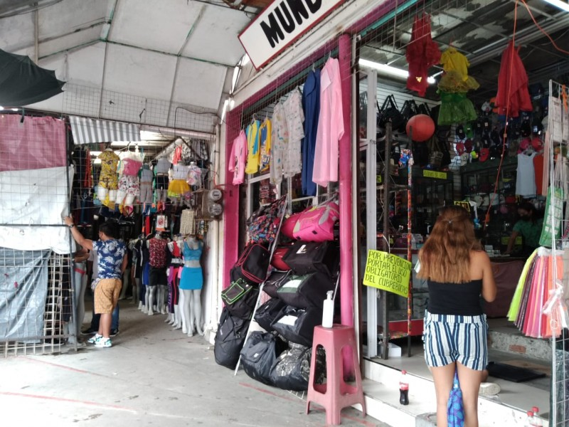Sorprende medidas de semáforo rojo a comerciantes en Salina Cruz