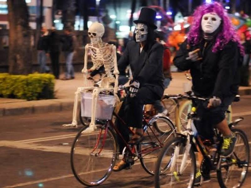 Toma Precauciones: Paseo Nocturno en Bicicleta