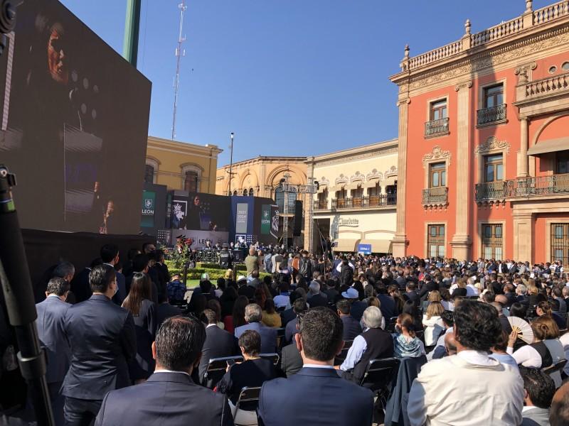 Toma protesta Ale Gutiérrez en León