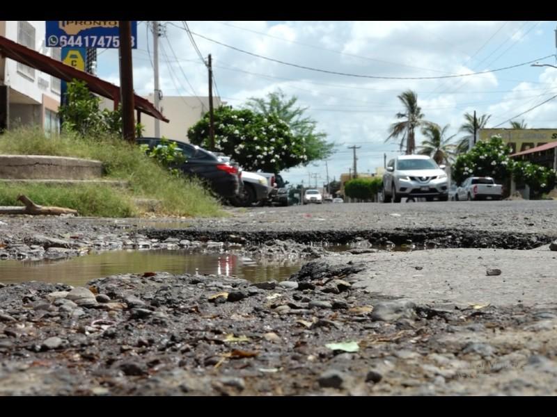 Toman con humor las condiciones de las calles de Obregón