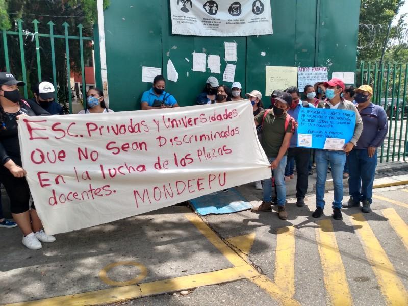 Toman instalaciones de la SE maestros interinos exigen pagos pendientes