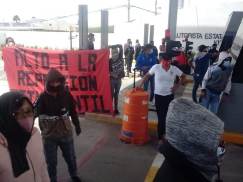 Toman manifestantes casetas de Puebla