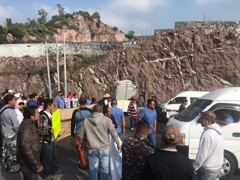 Toman manifestantes por segundo día consecutivo, caseta del Arco Norte