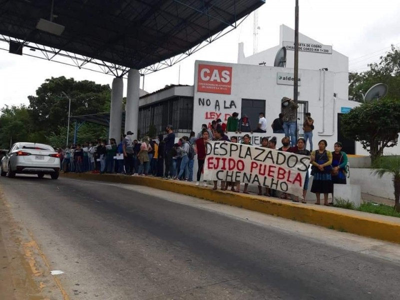 Toman normalistas y desplazados caseta Chiapa de Corzo