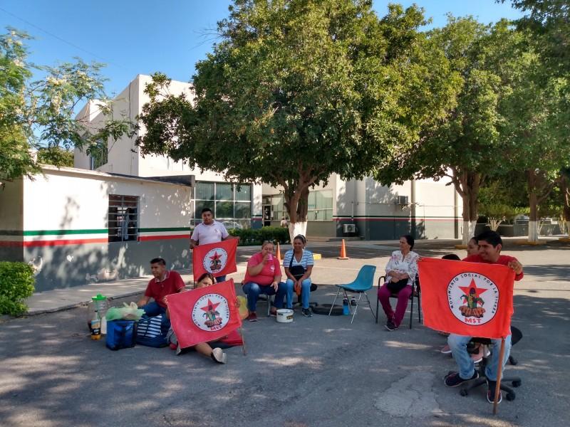 Toman oficinas de SADER ante protestas contra AMLO