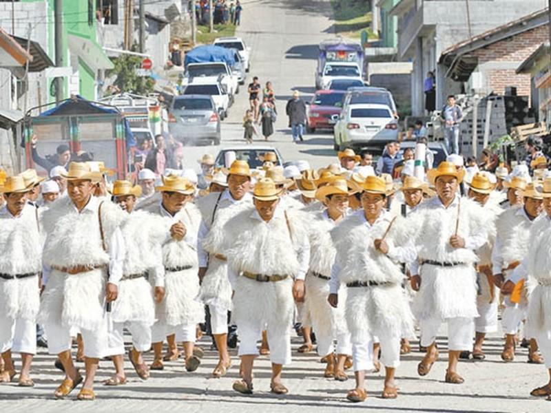 Toman protesta nuevas autoridades tradicionales en Chamula
