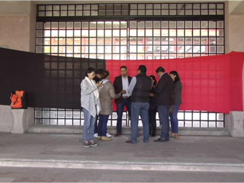 Toman trabajadores Presidencia Municipal de Zacatecas