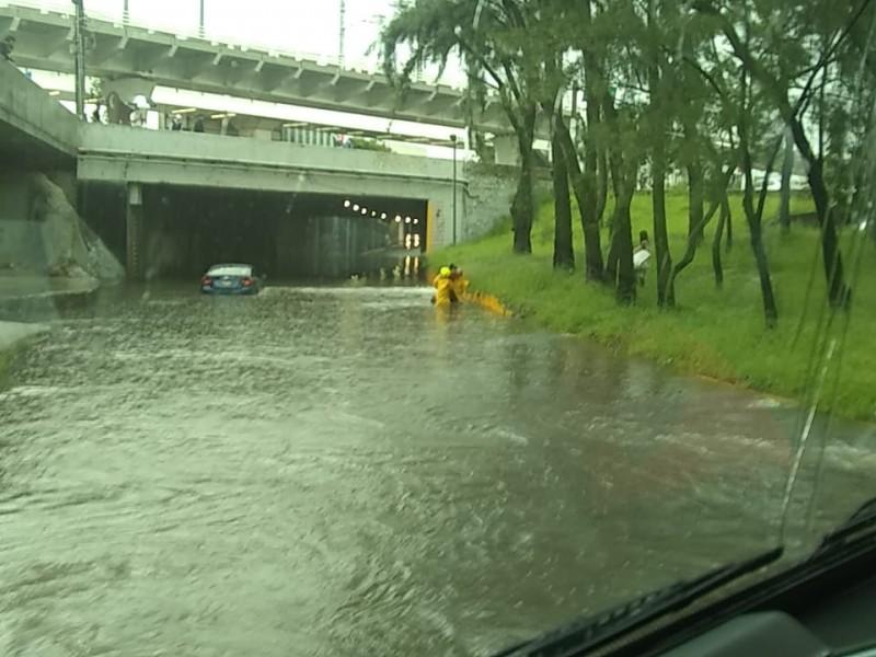 Tormenta en la ZMG provoca inundaciones y encharcamientos
