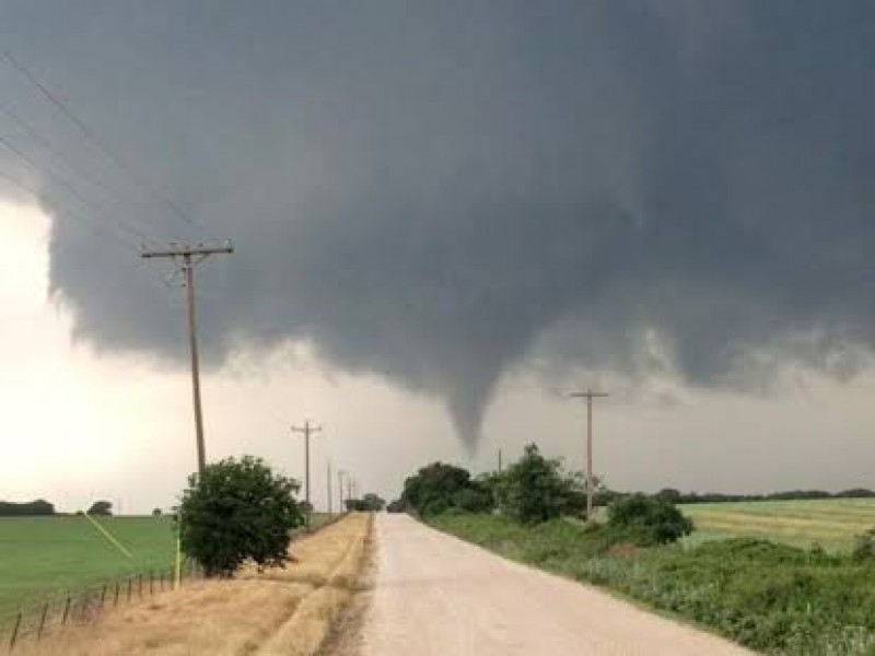 Tornado en Texas deja heridos y múltiples daños