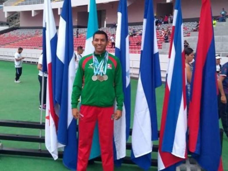 Torreonense gana medallas en centroamericano master