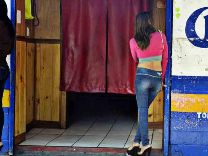 Trabajadoras sexuales retiradas, regresan a laborar por crisis económica