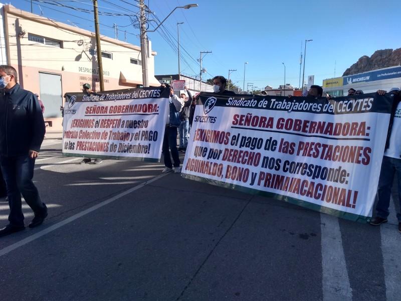 Trabajadores de Cecytes Sonora exigen pago de aguinaldos