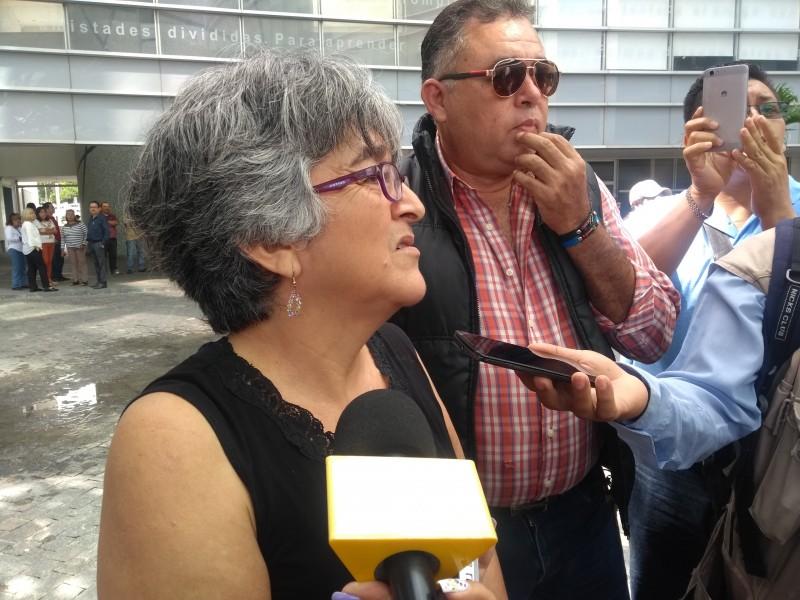 Trabajadores de Gobierno protestan por adeudo salarial