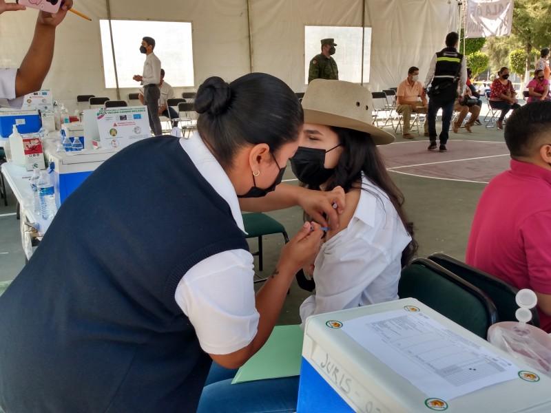 Trabajadores de la educación reciben la vacuna antiCOVID en Zamora