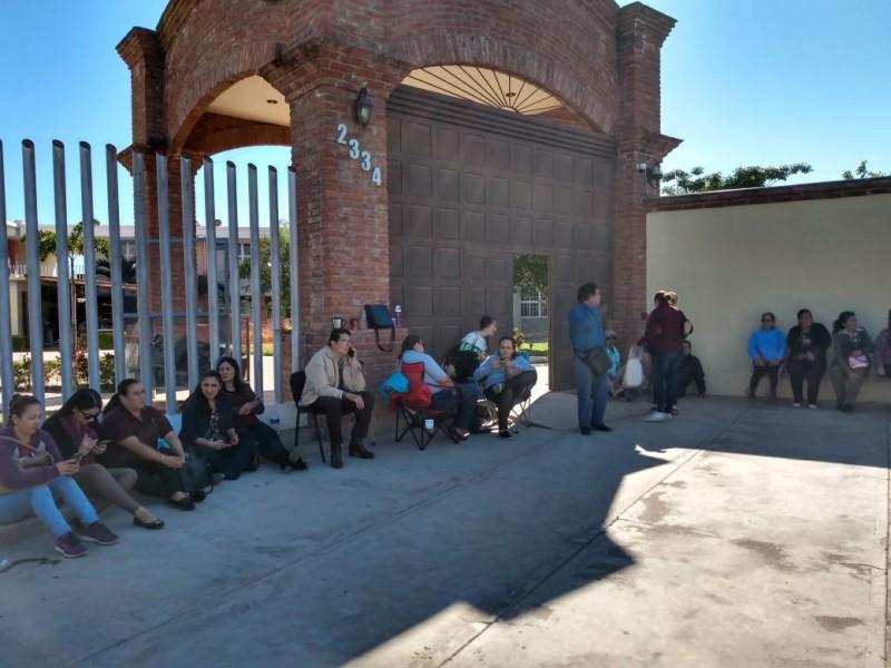 Trabajadores de la UAIM exigen pago de retroactivos