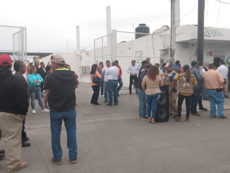 Trabajadores de SAPA cerraron la calle