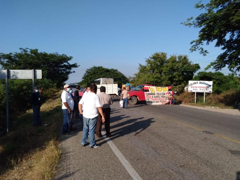 Trabajadores del Agua Potable de Juchitán toman la carretera