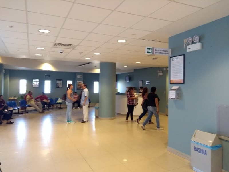 Trabajadores del Centro de Salud, esperan ser vacunados contra covid