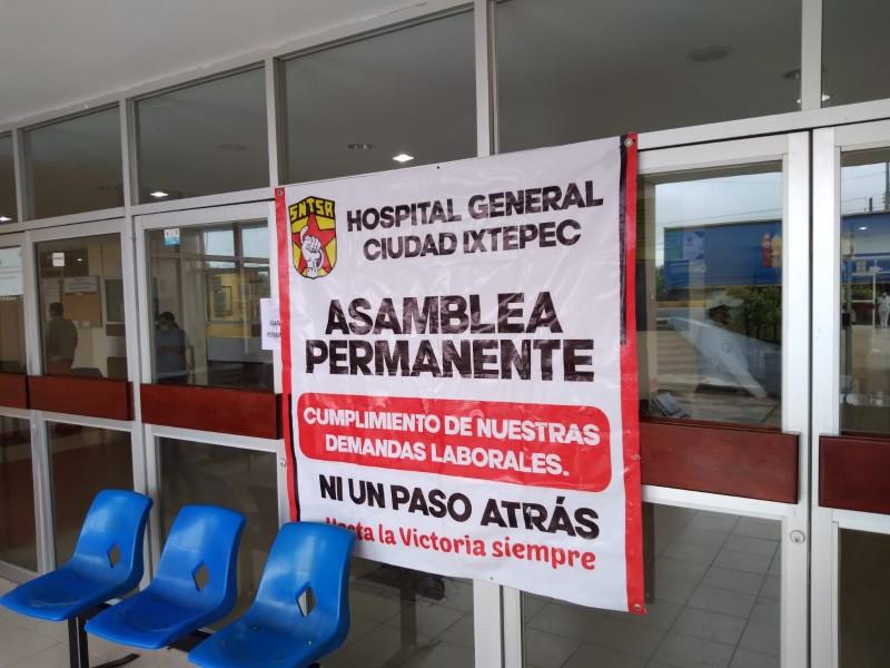 Trabajadores del Hospital de Ixtepec advierten bloqueos carreteros