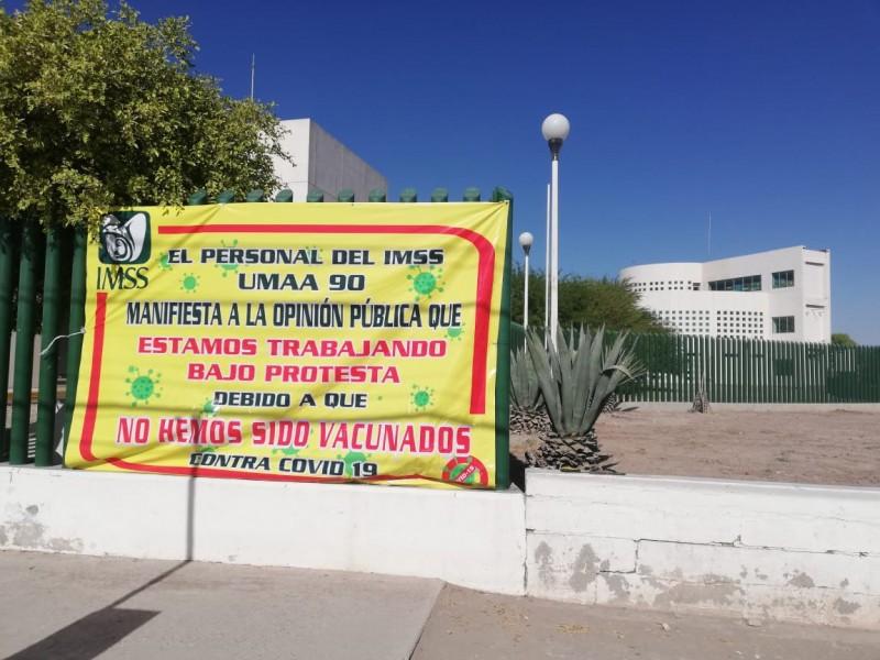 Trabajadores del IMSS protestan por falta de vacunación