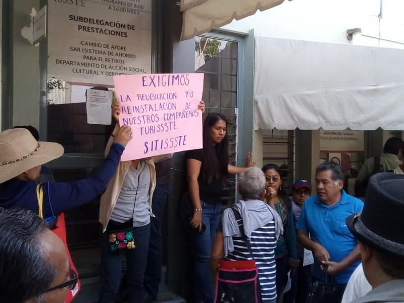 Trabajadores del ISSSTE protestan en Oaxaca