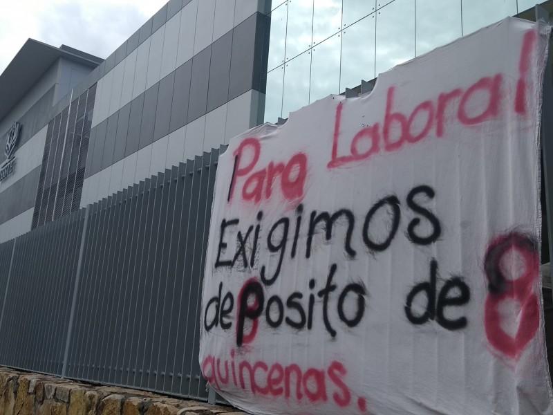 Trabajadores del ISSSTE siguen en paro