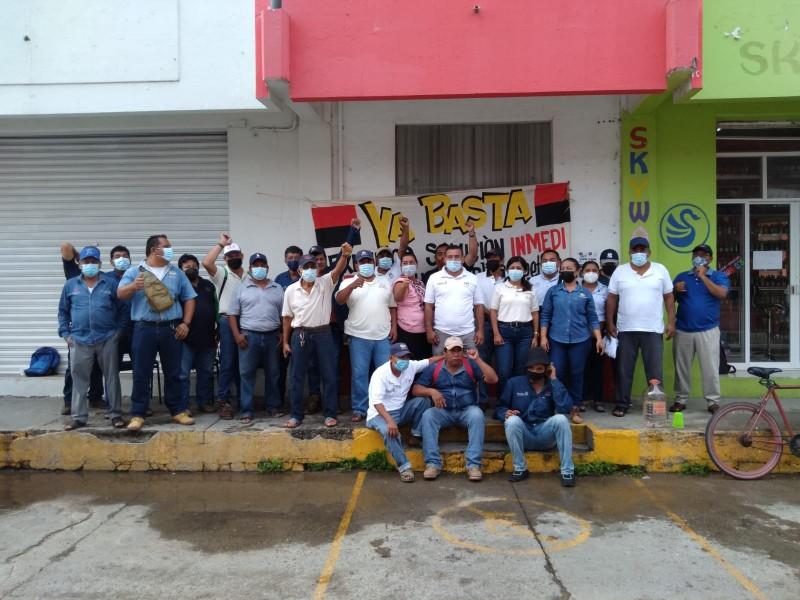Trabajadores del SAPA de Juchitán amplían sus protestas