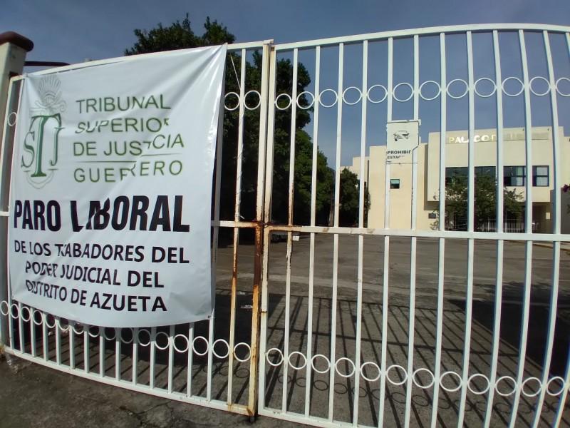 Trabajadores del SUSPEG en Zihuatanejo y La Unión exigen pagos